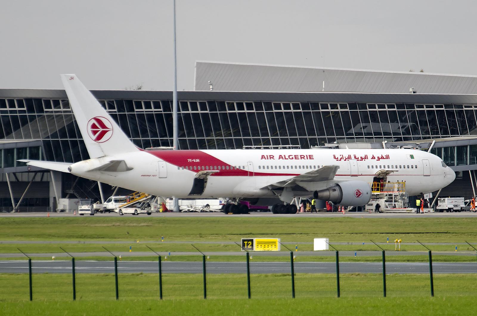 air algrie aprs lairbus a330 de jeudi voici le boeing 767 de ce samedi profitons en car on ne les voit plus beaucoup en france
